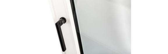 Bezoek ons in in de Finstral Studio en kies de perfecte handgreep voor uw raam